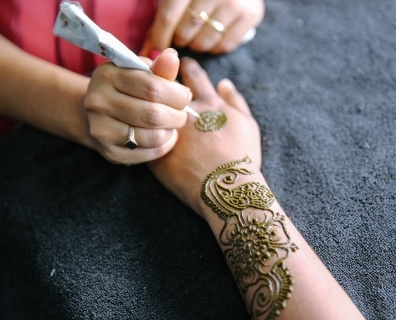 What Does Henna Do For Your Body?
